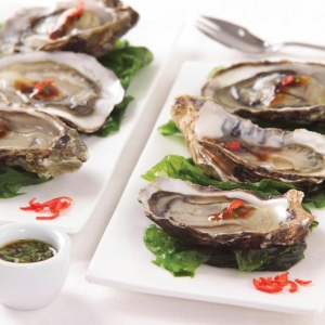Oysters with soy sauce, coriander and lime