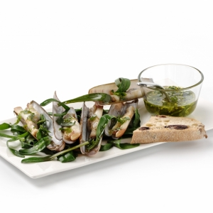 Steamed razor clams with sea aster and green-herb and garlic oil