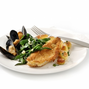 Fried sea asters with mussels and crispy mullet fillet