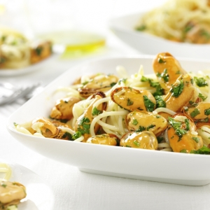 Tagliatelle pasta with Prins'Seas Cooked mussels with parsley and garlic