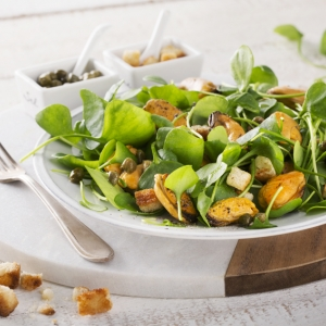 Purslane salad with fried mussels and a caper dressing
