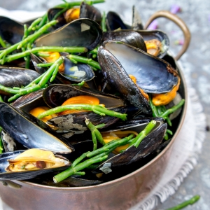 Cooked mussels with marsh samphire