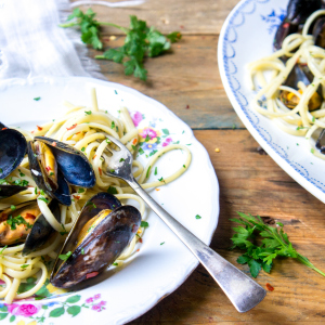 Quick spaghetti with mussels and anchovy