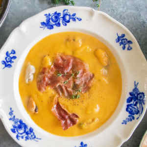 Pumpkin soup with mussels and crispy Parma ham