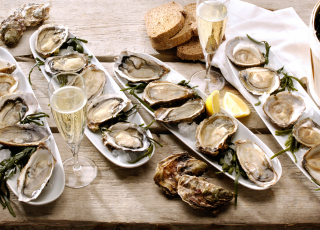 Make this festive season special with delicious Prins & Dingemanse oysters