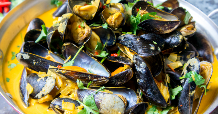 Indian mussels with creamy curry sauce