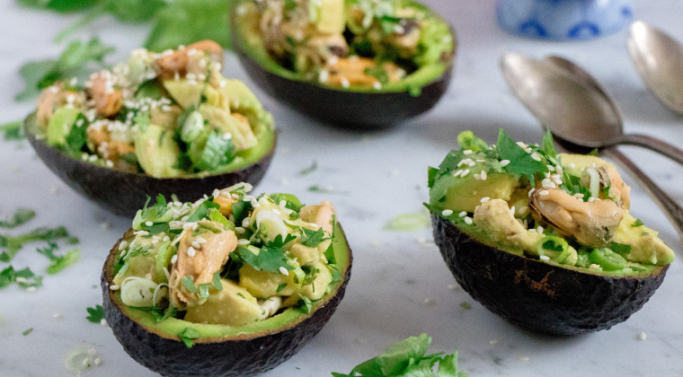 Avocado stuffed with mussels in vinegar, sesame seeds, spring onion and soya dressing